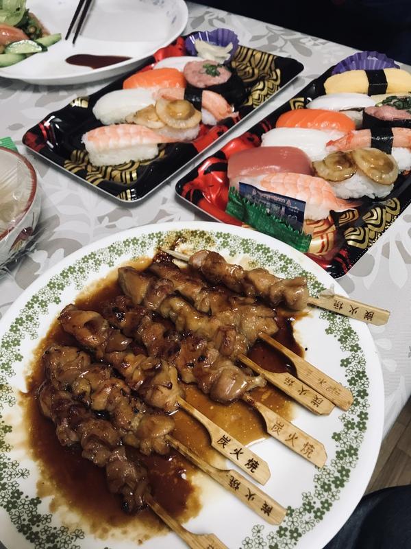 昼は♪トンカツ♪夜は♪寿司♪