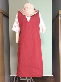赤いジャンパースカート