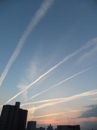 ひこうき雲と秋の空