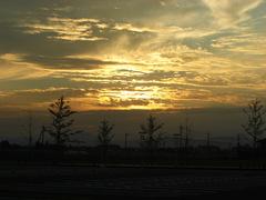 盆地の夕日は三股から見る