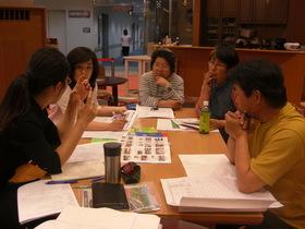 企画会議-今日はガイドブックの表紙を考える