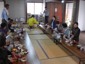 正応寺で芋ほり体験