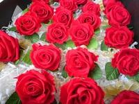 真っ赤なバラのコサージュを130個作りました^^;