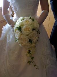 白ドレスのブーケ