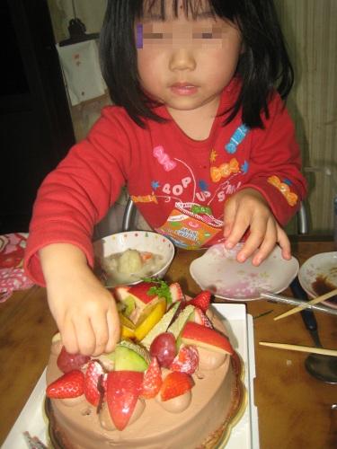 4歳になれば箸ぐらい使えるよな