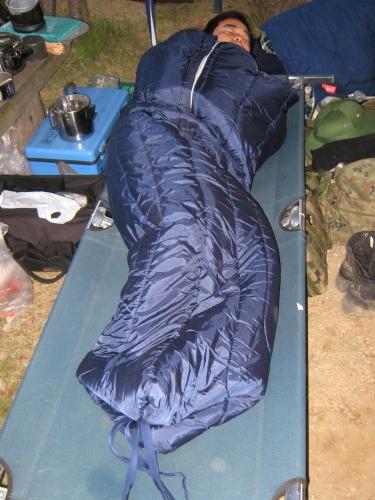 サバイバルゲームの装備にキャンプ用品を