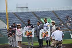【ファン拡大事業】プロ野球ファーム日本選手権でのJA宮崎中央青果物贈呈