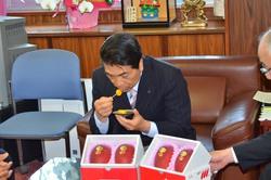 宮崎市戸敷市長へのマンゴー贈呈☆