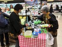 ファン拡大事業を活用して黒皮南瓜東京量販での試食宣伝PR