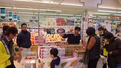 イチゴ試食宣伝活動