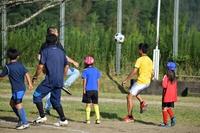 運動会終了後の恒例の親子サッカー