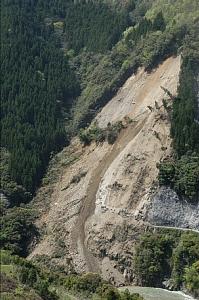 国道327号通行止め 椎葉で土砂崩れ - - miyanichi e press