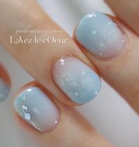透き通るブルーと雪の結晶