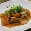サバの味噌煮と大根で簡単1品