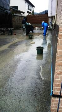 洗い出し仕上げの駐車場