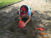 砂場で遊びました