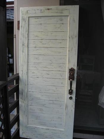 ドアのリメイク中!