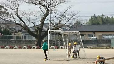 児童クラブのボール遊び
