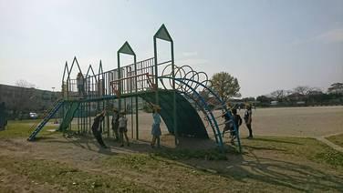 児童クラブの遊具遊び