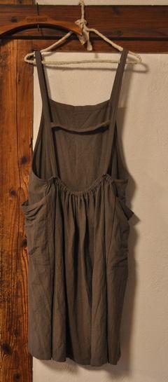 エプロン風のジャンパースカート