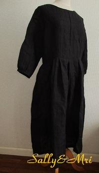 ブラックの織柄リネンでワンピース♪