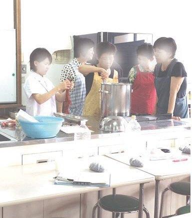 宮崎県立高校の家庭科の先生方の草木染め体験