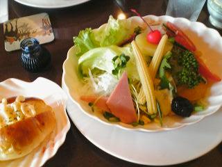 「森の詩季」の期間限定・洋風サラダ麺で夏の終わりを知り…