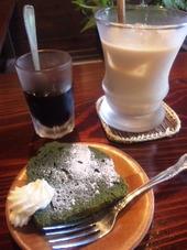 抹茶ケーキとチャイ
